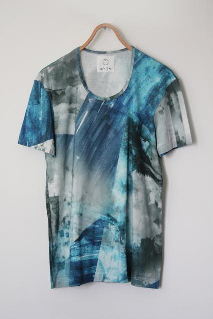 ohta 柄Tシャツ
